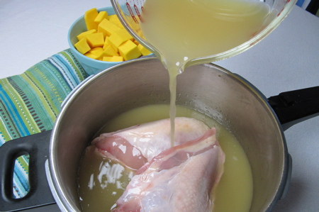 pouring-broth-on-chick-breasts